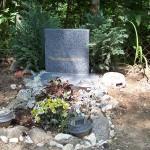 První z vybudovaných hrobů