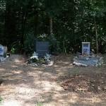 první hrobečky